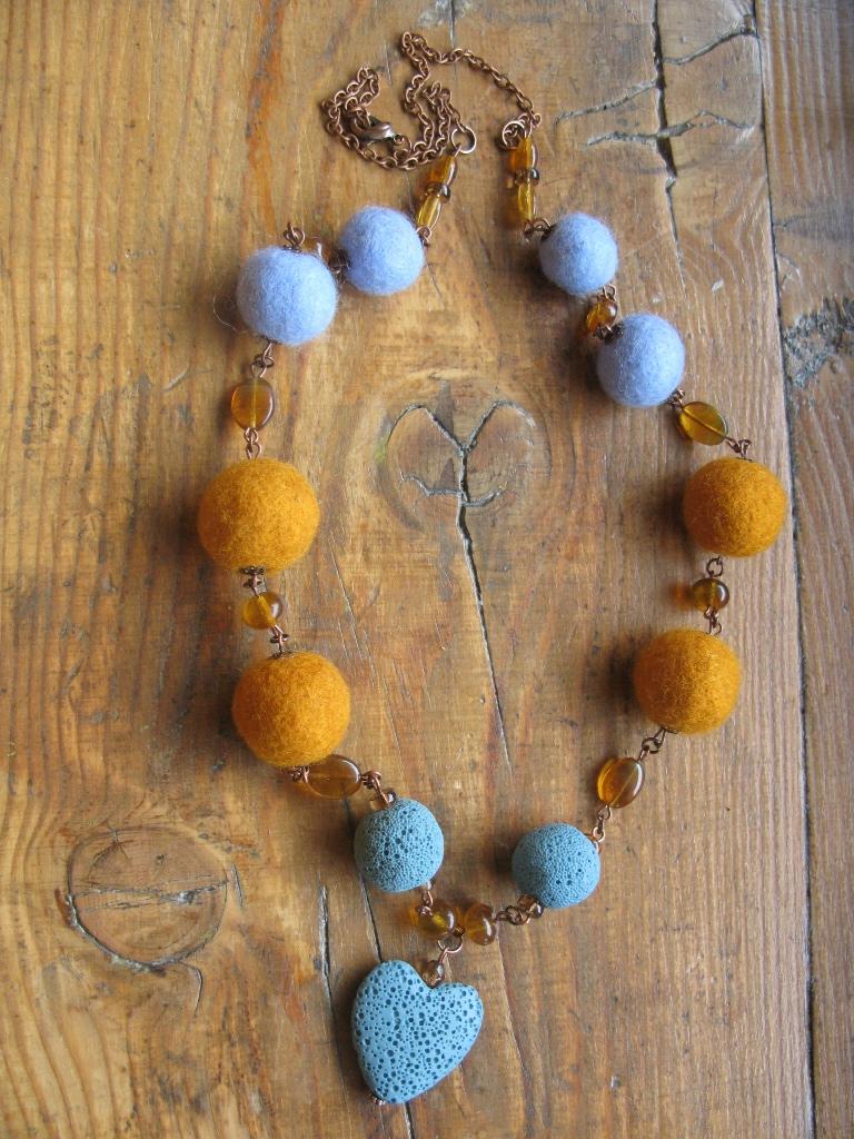 7338dd453 Plstenie. Plstený náhrdelník plstený náhrdelník ...